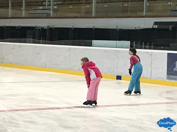 kids learn to ice skate