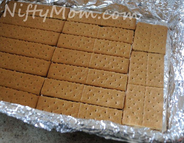 Recipe: NiftyMom graham crackers