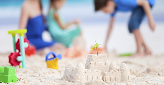 12 Essentials To Bring To The Beach With Kids