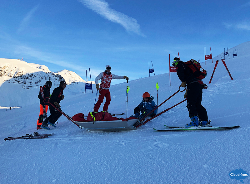 kid broken leg skiing