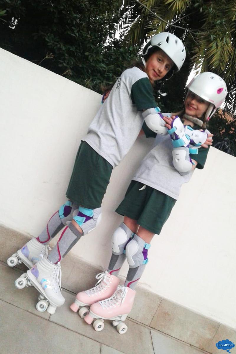 kids learning to roller skate